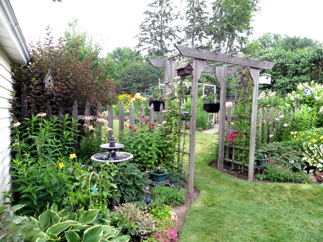 Spring in zone 4 finegardening for Garden design ideas zone 4