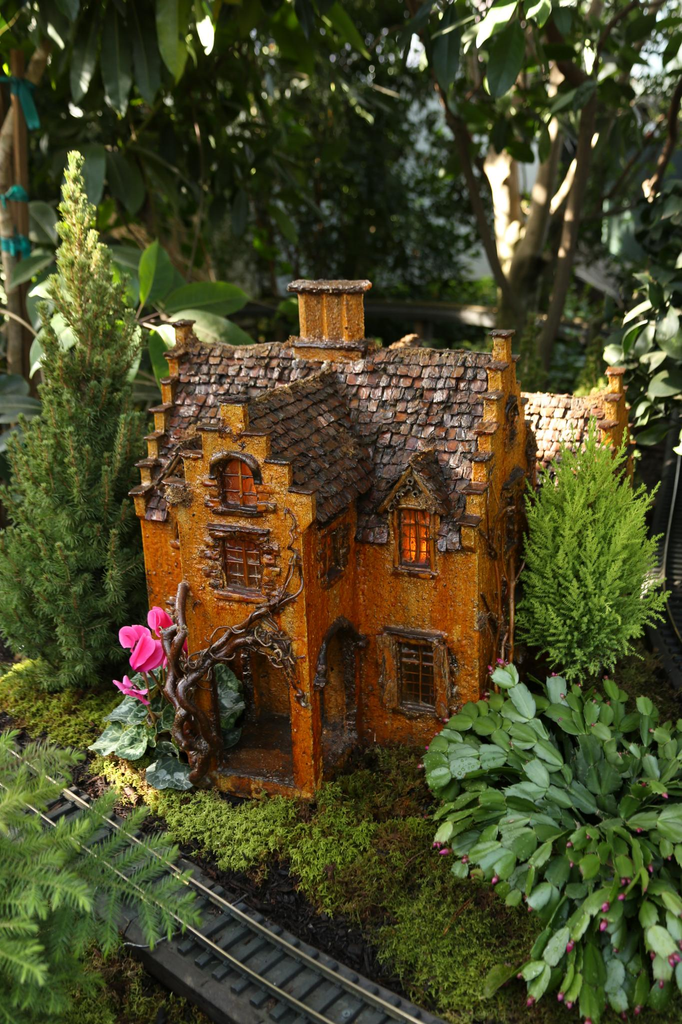 The Holiday Train Show At The New York Botanical Garden Day 1 Finegardening