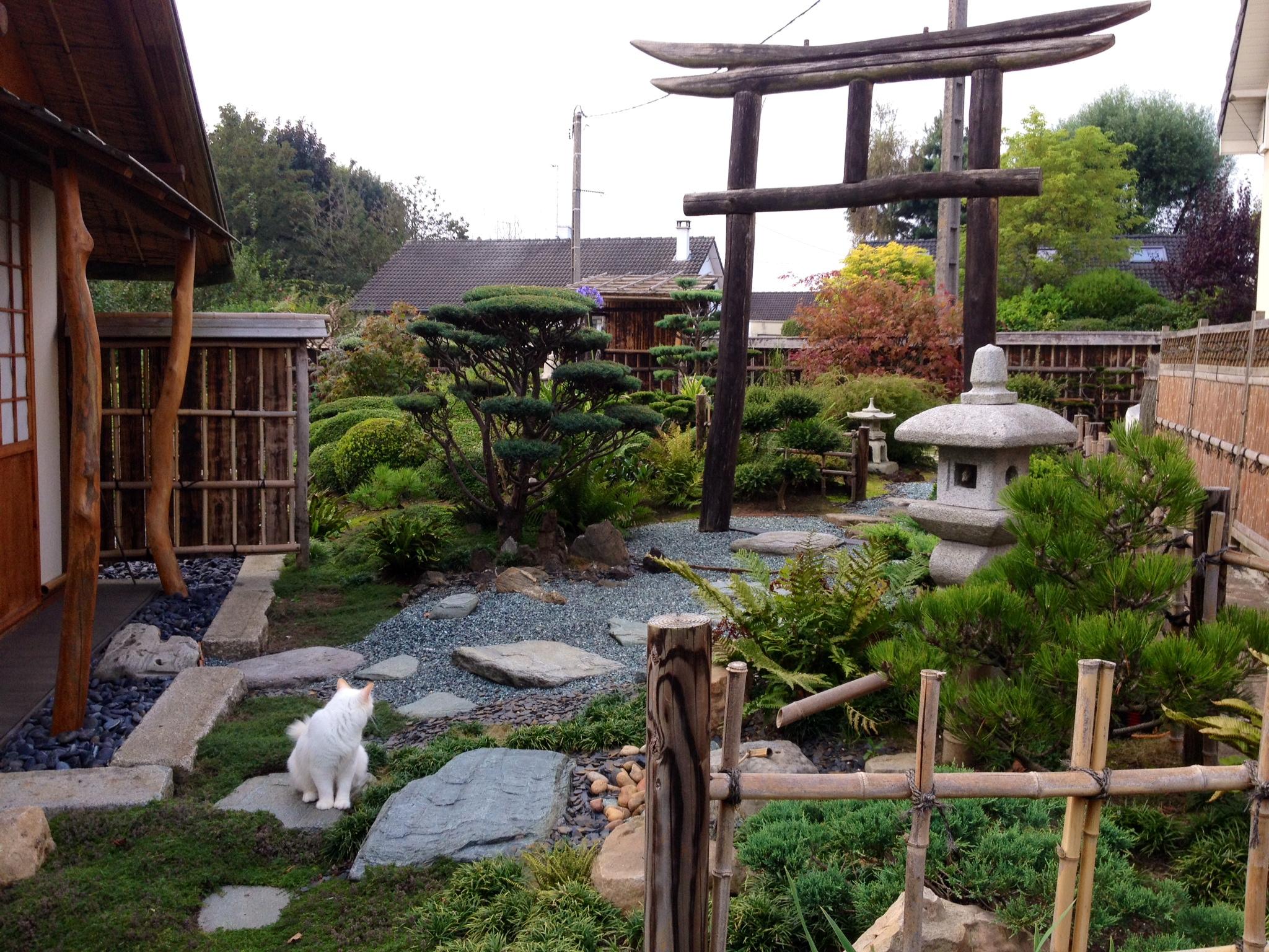 Gilles 39 japanese garden in france finegardening for Japanese backyard landscaping
