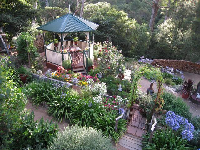 A Terraced Garden in Victoria, Australia - FineGardening