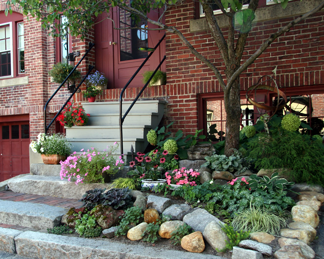 Superb small space garden inspiration