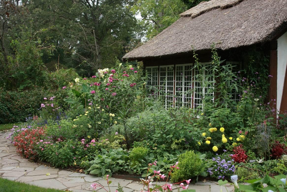 Little thatched cottage & garden - FineGardening