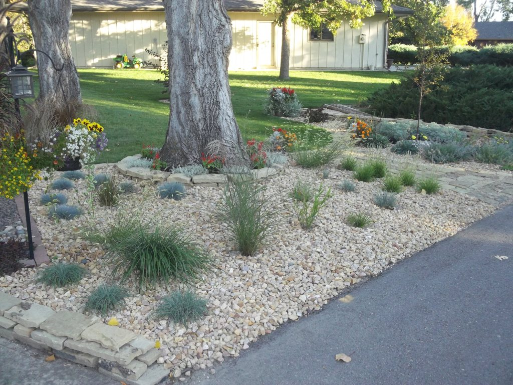 David 39 s front yard rock garden in colorado day 1 of 2 in for How to landscape front yard