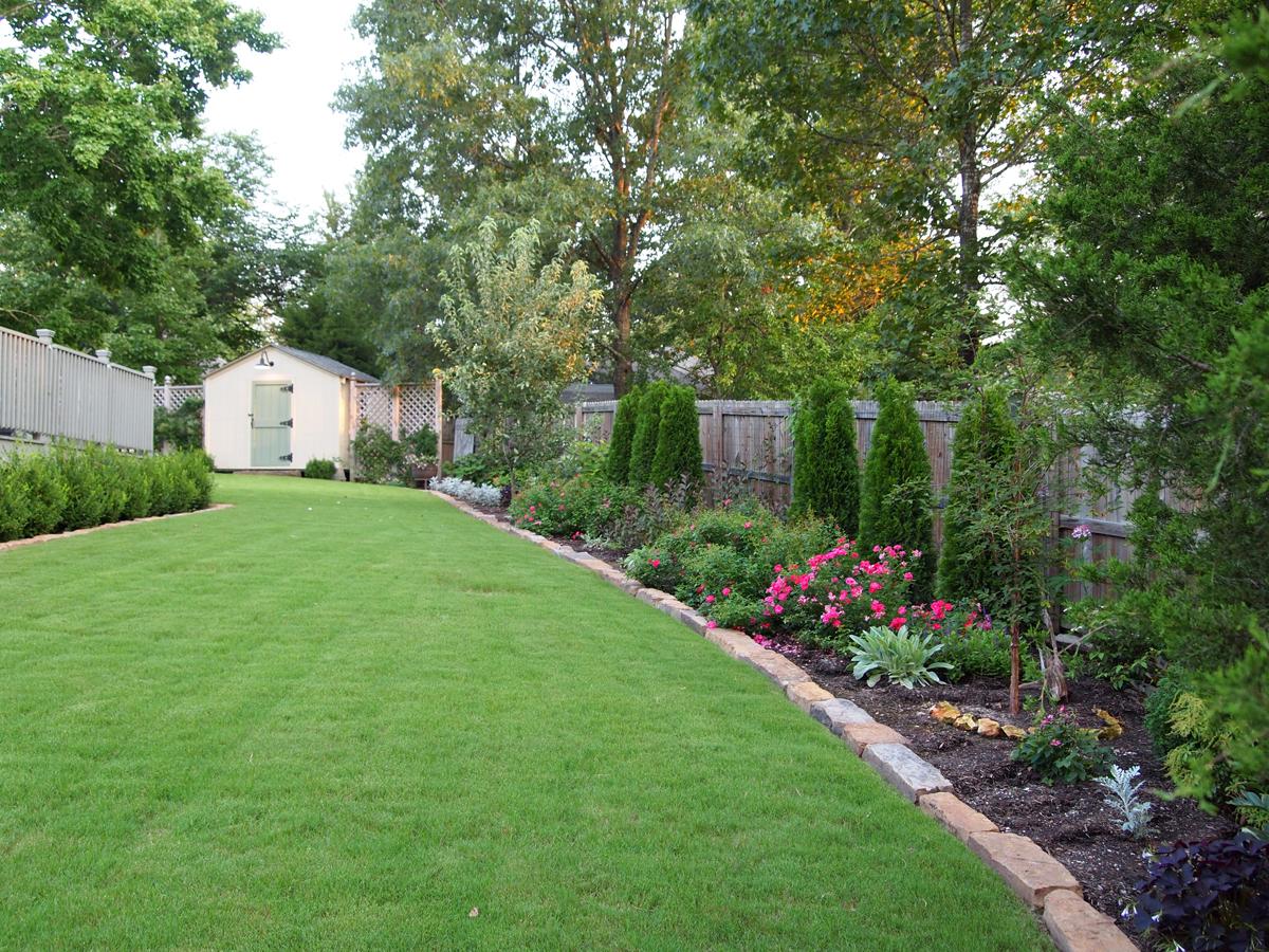 Sue 39 s garden in arkansas finegardening - Landscaping along a fence ...