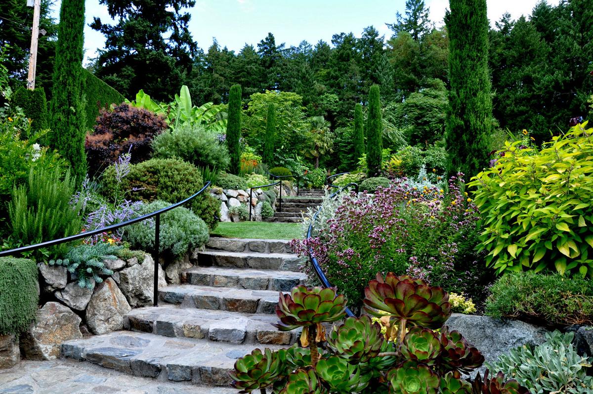 Tatyana 39 s visit to the mediterranean garden at butchart for Jardines bellos fotos