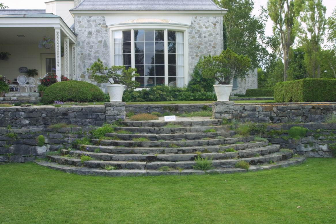 Les quatre vents curved and circular steps finegardening for Garden design ideas cork