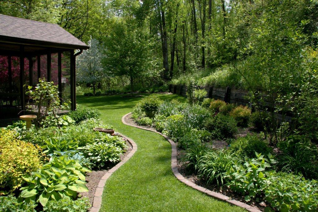 Beth's garden in Iowa, Day 2-Bird Garden, Big Garden ... on Big Backyard Landscaping Ideas id=19075